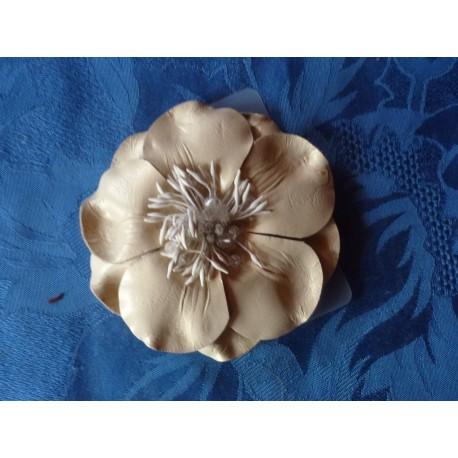 Broche fleur cuir